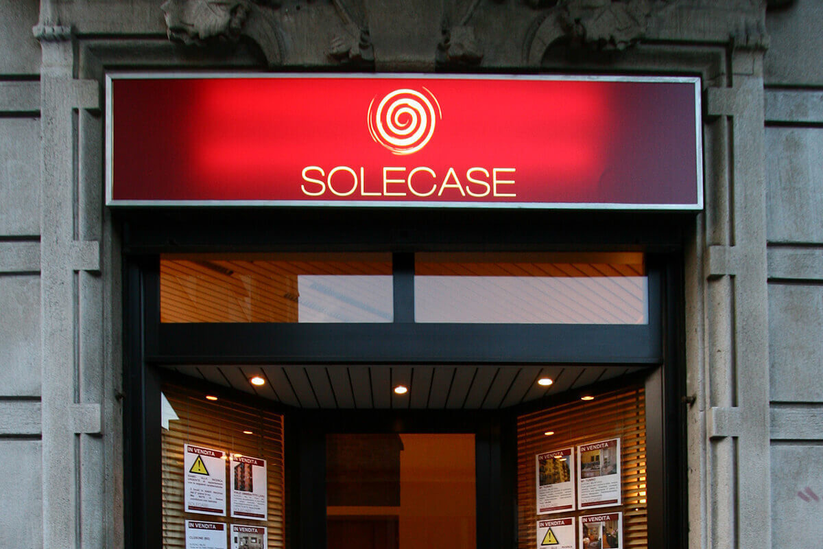 Agenzia Immobiliare Solecase Milano Insegna